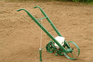 Hand Seeder Side